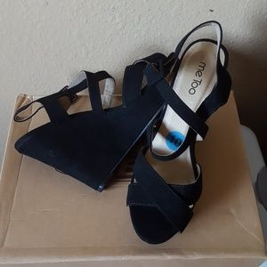 New black wedges size 10